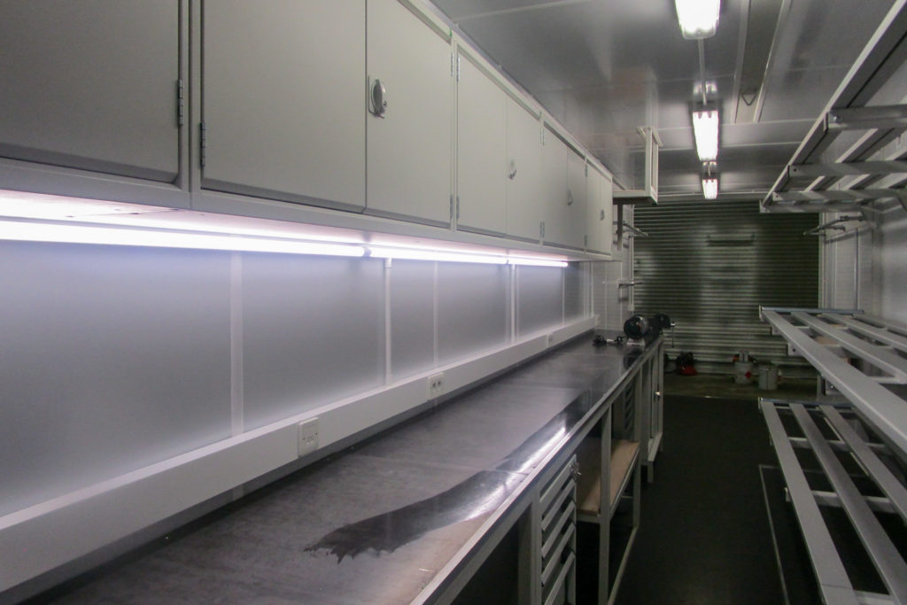 40ft container with work surface